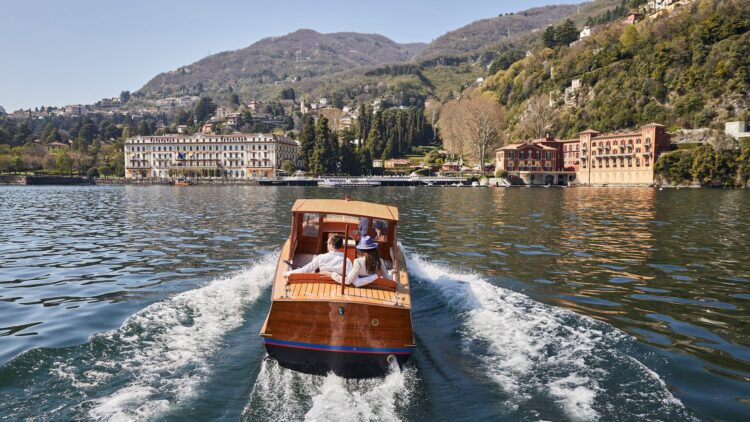 """facebook-Linked_Image___Driver and 2 guests on the boat â€"""" Villa d'Este on the background(1)"""