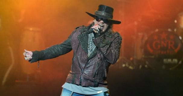 facebook-Linked_Image___Guns-N-Roses-Axl-Rose.jpg