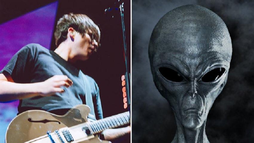 Tom DeLonge and an alien, fuck yeah