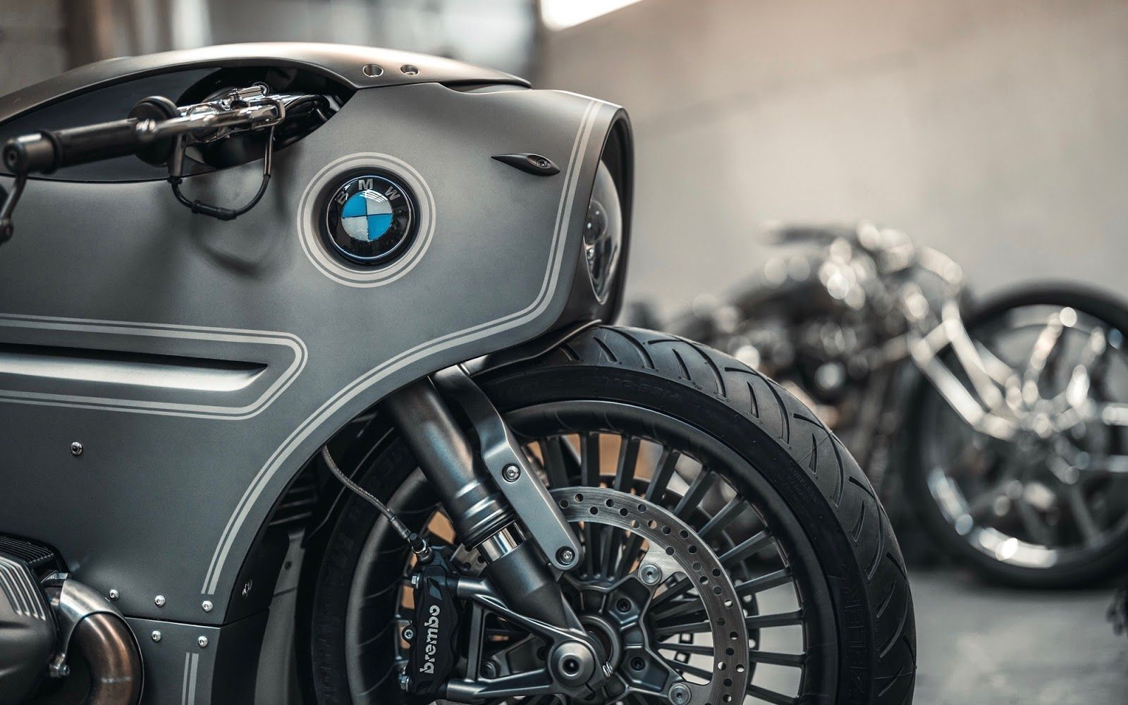 Mikhail Smolânovym of Moscow's Zillers Garage teamed up with John Red Design to turn a BMW R NineT in to a menacing metal masterpiece that's straight out of a sci-fi flick.