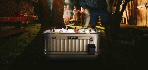 Using Liddup tech, the Party Bar cooler lights up (Photo: Igloo Products Corp)