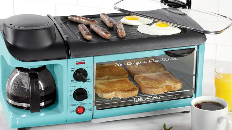 The 50s-styled 3-in-1 breakfast station (Photo: Nostalgia Products)