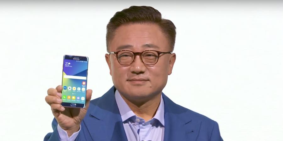 D.J. Koh displays Samsung's Galaxy Note7 smartphone (Photo: Samsung Electronics/YouTube)