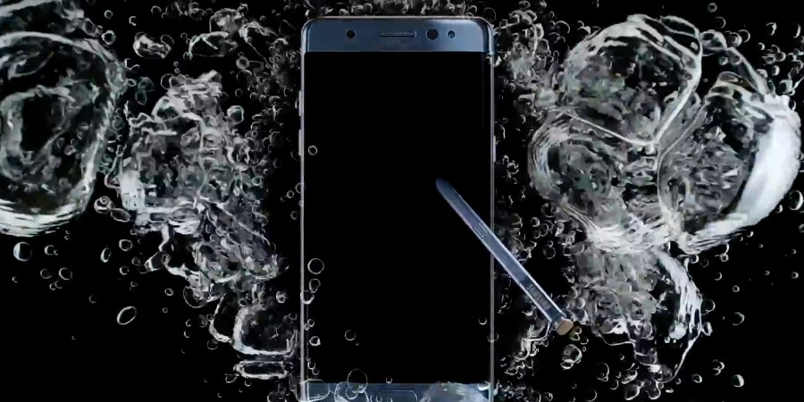 Both the phone and stylus are water-resistant (Photo: Samsung Electronics/YouTube)