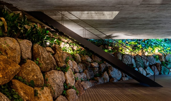 Built right into the hillside (Photo: Fernando Guerra)