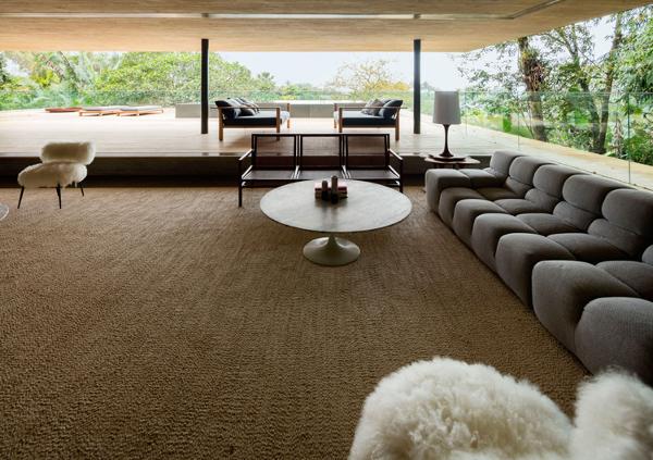An expansive living area (Photo: Fernando Guerra)