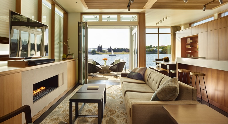 A reverse angle shows the living room's view (Photo: Benjamin Benschneider Photography)