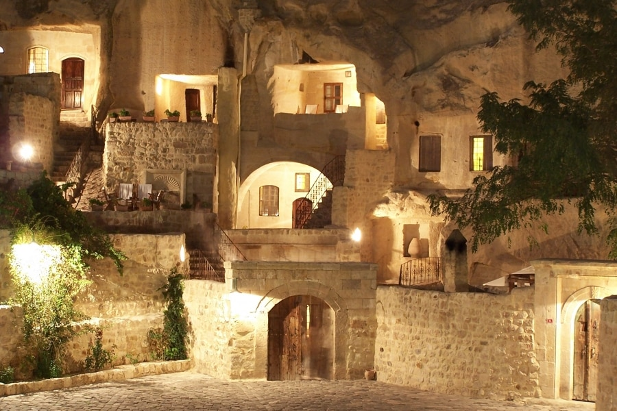 The night brings out its charm and mystique (Photo: Yunak Evleri Cappadocia)